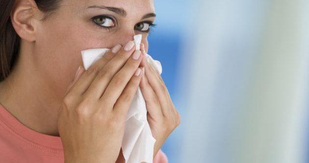 ¿Cómo aliviar los sintomas de las alergias y las ojeras alérgicas?