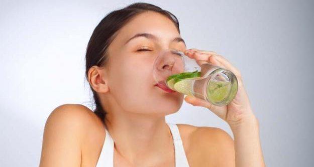 Deje de beber agua con jugo de limón por la mañana!