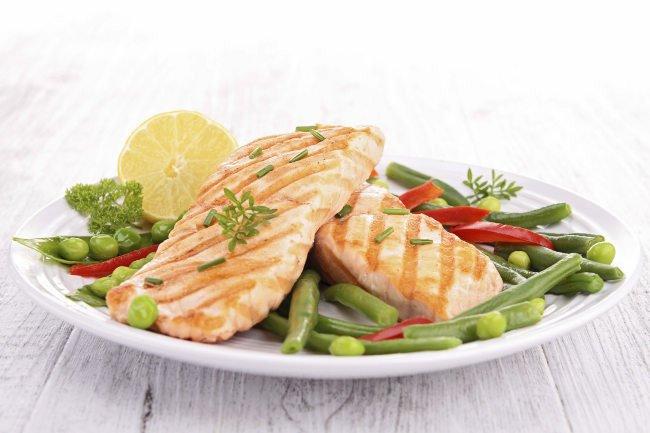 salmon para bajar los niveles de triglicéridos
