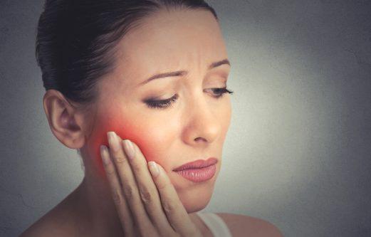 Tratar una enfermedad periodontal en casa sin acudir al dentista