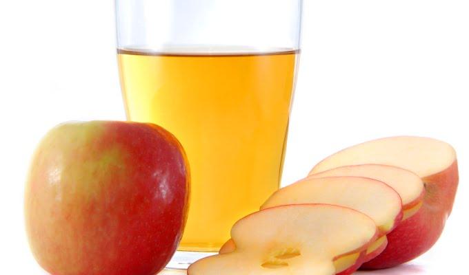 El vinagre de sidra de manzana y el agua contra la caspa