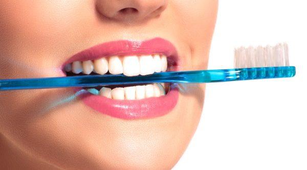 Blanquear los dientes con remedios caseros en casa