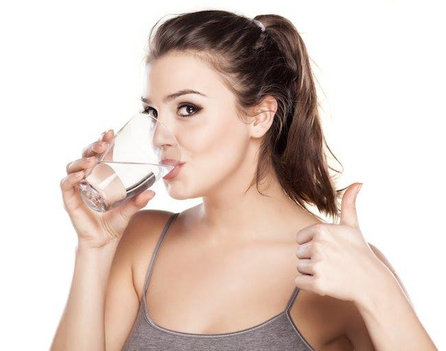 beber agua fría adelgaza