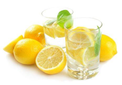 El zumo de limón para una limpieza de colon y desintoxicar el hígado